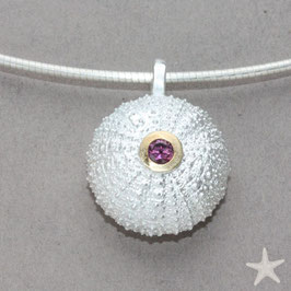 Seeigel Anhänger mit rosa Turmalin facettiert, Silber / Gold