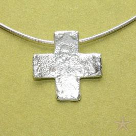 Kreuzanhänger, 2,1cm, gleichschenklig, strukturiert mit Diamant