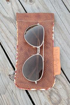 Etui à lunettes cuir marron imprimé étoiles