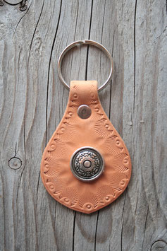Porte-clés en cuir naturel et concho