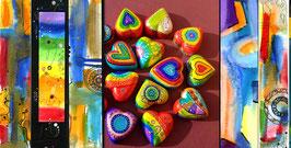 Kunstkarte Bunte Herzen umgeben von Kunst