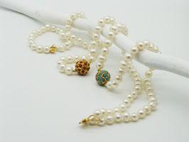Weiße Zuchtperlenkette mit Goldkugel