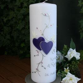 Hochzeitskerze Karin mit Herzen in lila/flieder