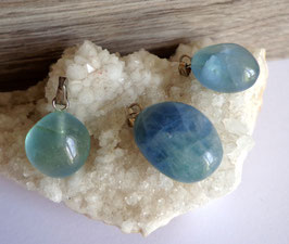 Fluorine bleue (Angleterre), pendentifs