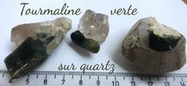 Tourmaline verte sur quartz