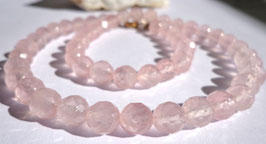 Quartz rose, perles facettées