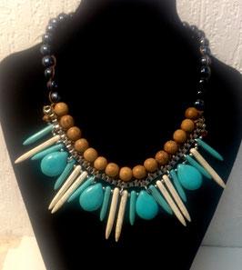 Turquoise (howlite teintée), collier ethnique en perles