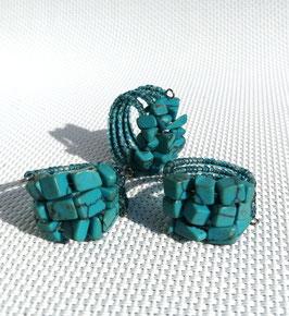 Turquoise (howlite teintée), bagues fil mémoire