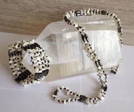 Howlite et hématite aimantée, collier magnétique