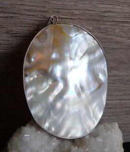 Nacre (huître perlière), pendentif