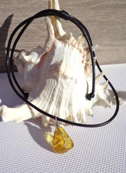 Ambre, collier à pendentif délicat