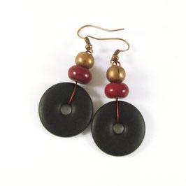 Boucles d'oreilles résine noir, rouge et cuivre