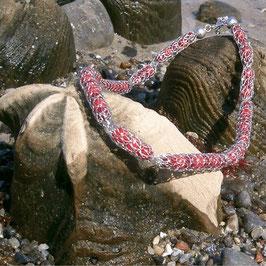 Korallperlen im Silbernetz