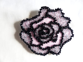 """Kit à broder : la broche """"Rose"""" au crochet de Lunéville"""