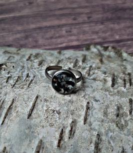 Edelstahl Ring 10mm mit schwarzen Muschel-Splittern
