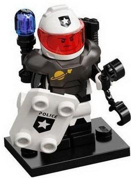 col21-10  ruimte-     politieman