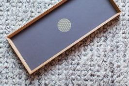 """Tablett Eiche & Möbellinoleum mauve mit Siebdruck """"flower of life"""" 50x20"""