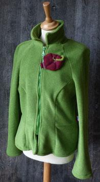 Veste cintrée verte avec Broche