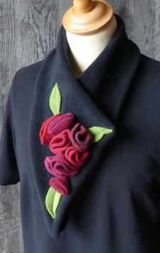 Col Echarpe Noir-  boutons de roses Rouges