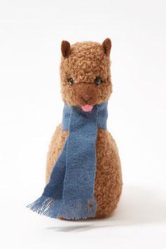 Freches Alpaka-Plüschtier mit Schal