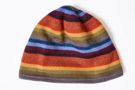 Kuschelige Mütze mit fröhlichem Ringelmuster in Regenbogenfarben