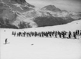 Skifahrer beim Einwärmen