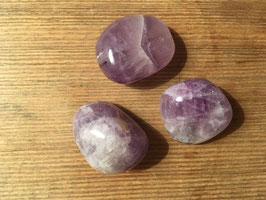 Amethyst 3-4cm - löst innere Blockaden und entspannt