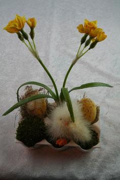Tischgesteck Ostern in Eierschale aus Kunststoff