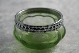 Teelichtglas mit silbernem Rand in hellgrün