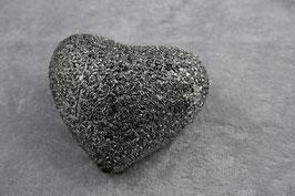 Herz mit kleinem Blütenornament