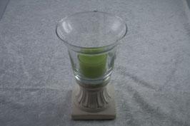 Teelichglas in Kelchform mit grünem Teelicht