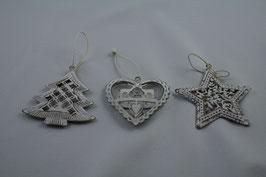 Weihnachtliche Anhänger in weiß Baum / Stern / Herz