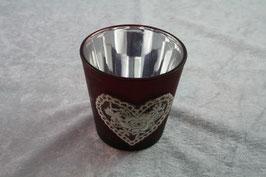 Teelichtglas in Rot mit Herz aus weißer Spitze
