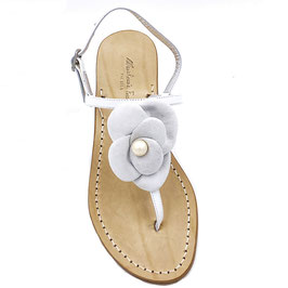 "Sandali artigianali modello ""Camelia"" t. bianco."