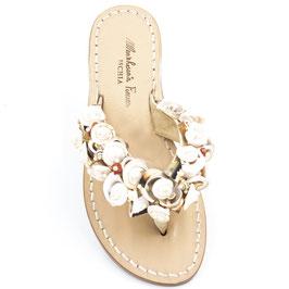 """Sandali artigianali infradito modello """"Conchiglia-Ischia """" colore beige."""