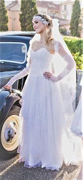 Robe de mariée, taffetas, voiles de tulle, dentelle recyclée, guipures, strass Swarovski, bustier, décolleté, taille basse, Blanc cassé, S, 36, EDEN