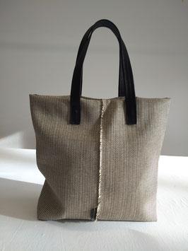 Handtaschenunikat puristisch
