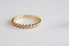 White Stones Alliance Ring in gold