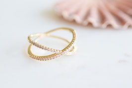 Petit Criss Cross Ring in gold