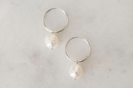 MELODY Pearl Hoop Earrings in silber