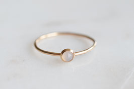 Grauer Chalcedon Ring in gold