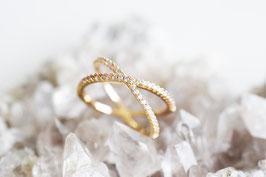 Petit Criss Cross Ring in gold