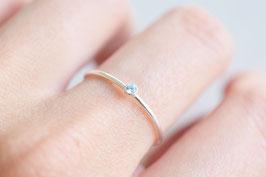 Mini Solitaire Ring in silber mit hellblauem Zirkoniastein