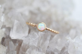 Weisser Opal Ring in gold
