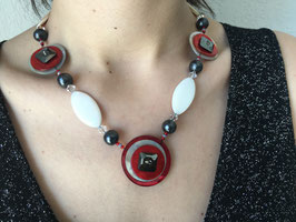 Colliers 3 boutons Nacre/Cristal Swarovski rouge/hématite/white