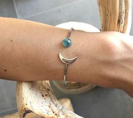 Bracelet jonc ouvert demi-lune en laiton rhodié et son cabochon 6mm Blue Jade