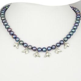 Perlenkette mit silbernen Pferdeköpfen • Unikat