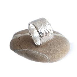 Stoere grove handgeklopte Zilveren Ring