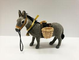 Esel stehend mit Körbe kurzhaar