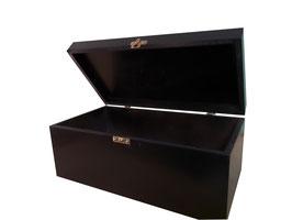 Caja de madera en color negro 30.00 x 15.00 x 10.00 con grabado
